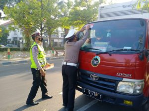 Satlantas Polres Mojokerto Kota Getol Kampanyekan Pakai Masker