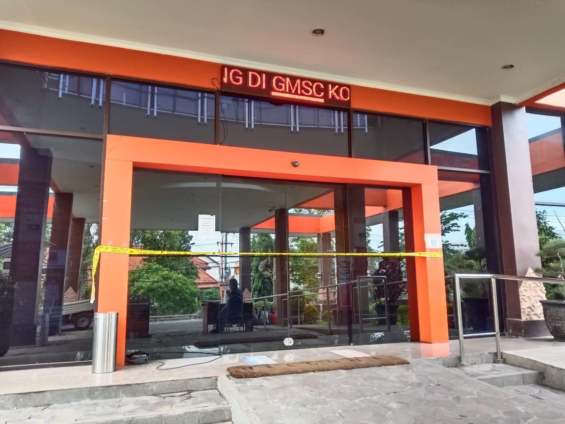 Pelayanan Masyarakat Tetap Buka Meski Atap GMSC Mojokerto Ambrol
