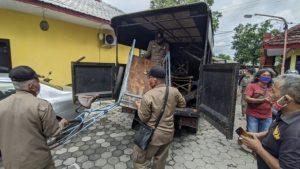 Tak Indahkan Peringatan Satpol PP Kota Mojokerto PKL Di Jalan Raya Residen Pamuji Diobrak