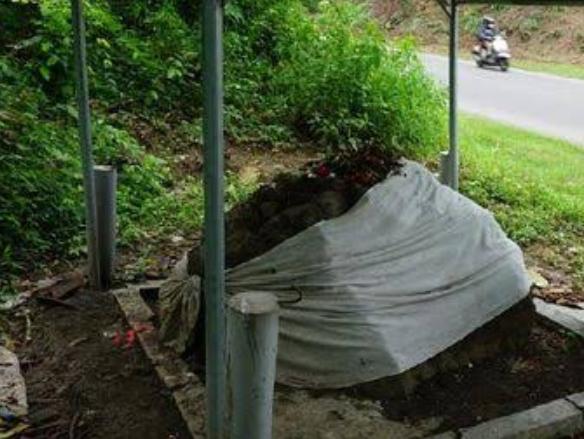 Foto : Watu Blorok yang dikeramatkan masyarakat sekitar.