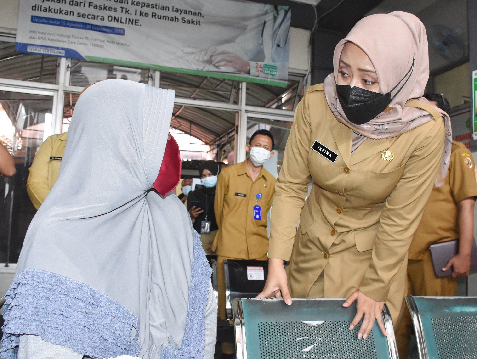 Ikfina Fahmawati, Bupati, Penolakan pasien, fakes